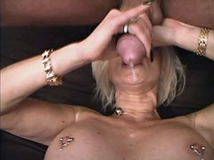 Mom fucks n gets cumshot